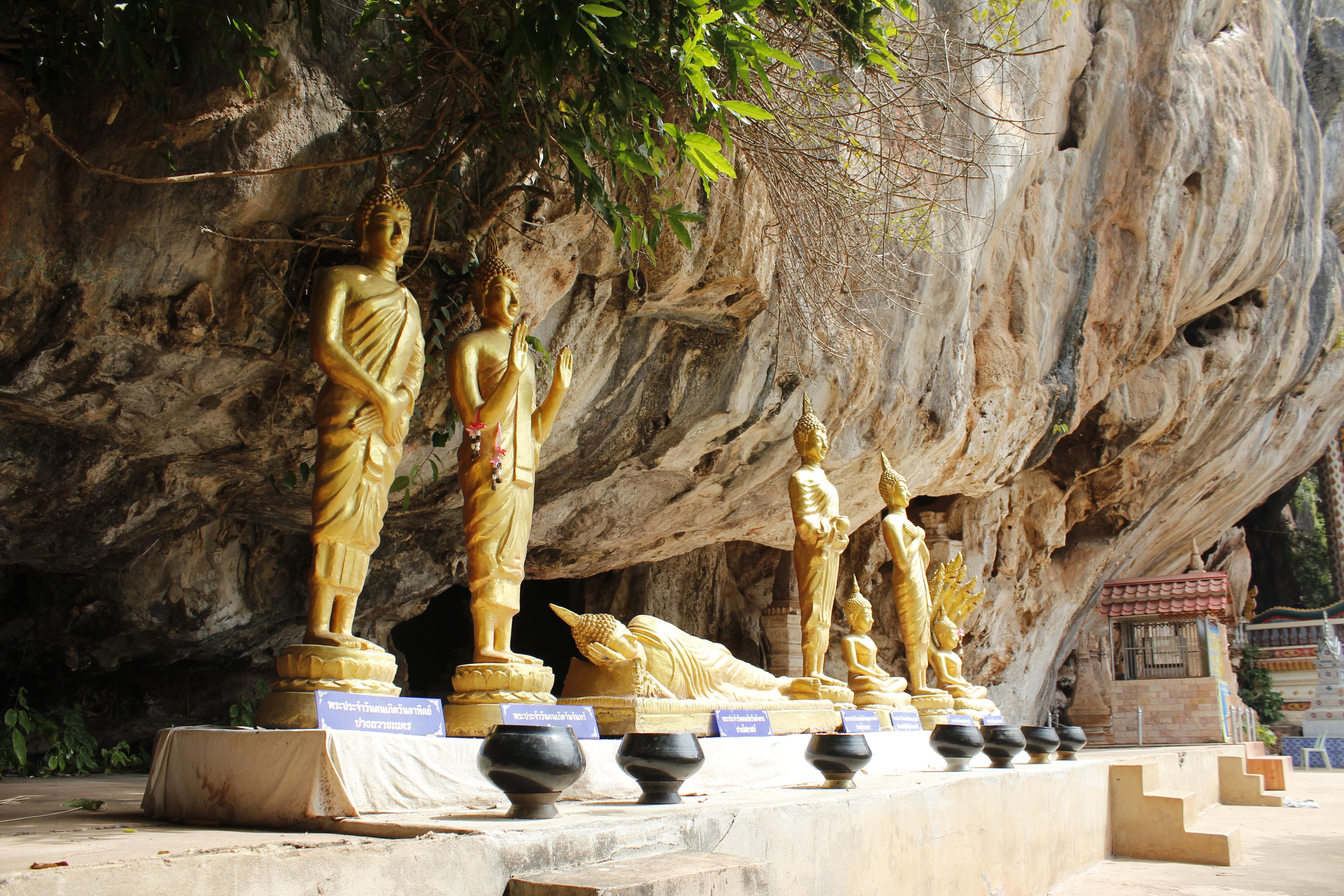 พระประจำวันเกิด และมีถ้ำอยู่รอบๆโดยเดินอ้อมดูวิวธรรมชาติสวยตลอดทาง